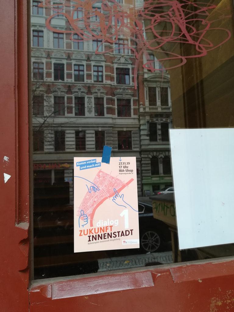 Zeigt Plakat von Zukunft Innenstadt